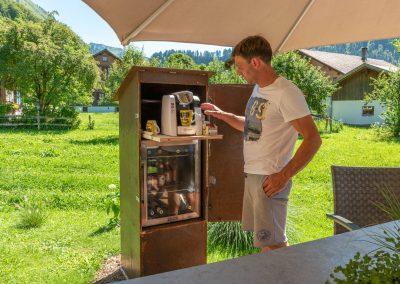 Getränkeschrank im Garten